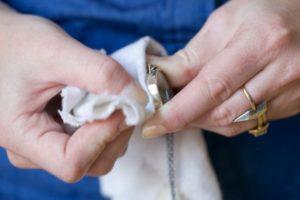 Как почистить украшения из серебра: цепочку, кольцо, крестик, браслет в домашних условиях
