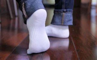 Стираем и отбеливаем белые носки в стиральной машине или вручную