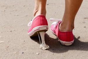 Жвачка на обуви