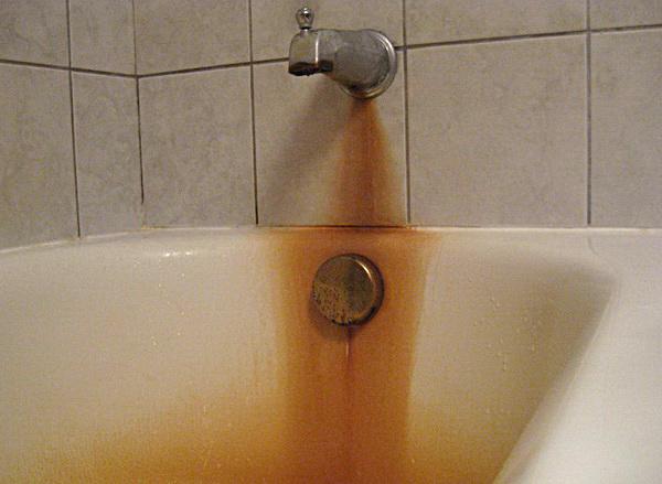 как убрать ржавчину в ванной