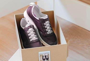 кроссовки в коробке