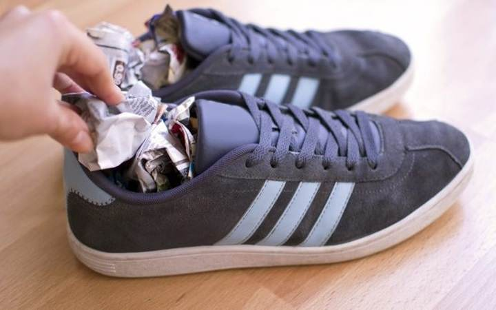 Набивание кроссовок бумагой