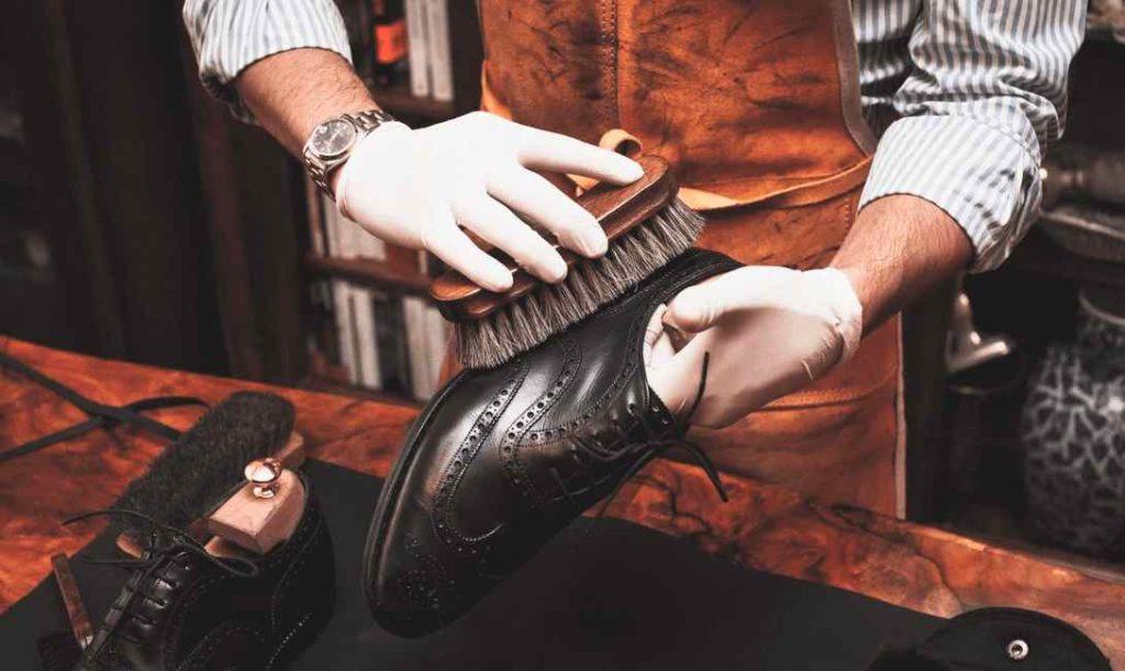 При уходе за обувью из кожи нельзя thumbnail