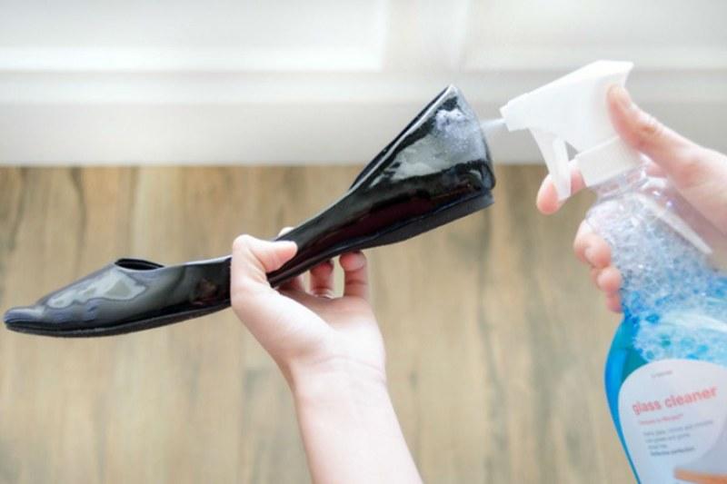 Обработка средством для чистки стекол