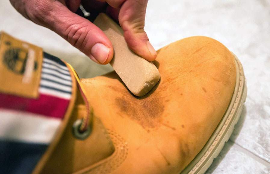 чистка обуви ластиком