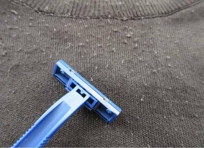 удаление катышков бритвой