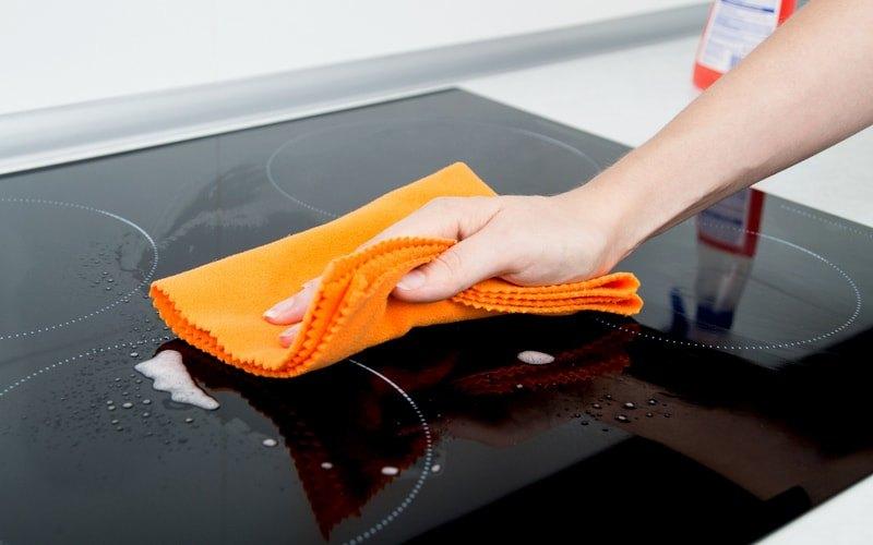 Мытье стеклокерамической поверхности