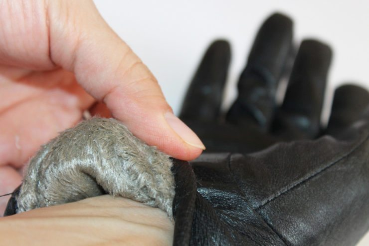Перчатки внутри