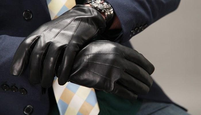Темные перчатки