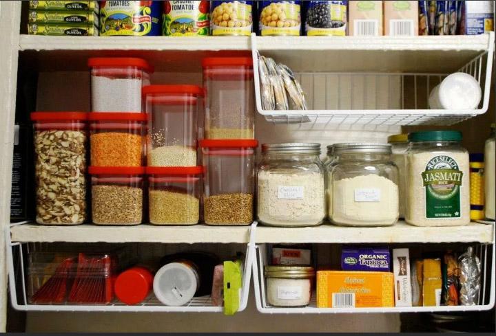 продукты в шкафу