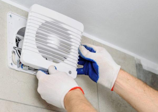 установка вытяжки с вентилятором