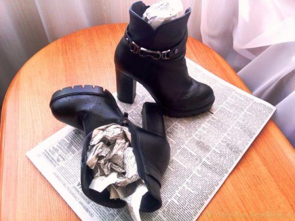 ботинки, набитые газетой
