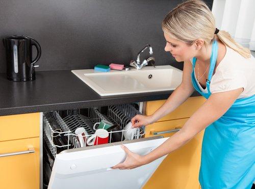 Машинка с посудой