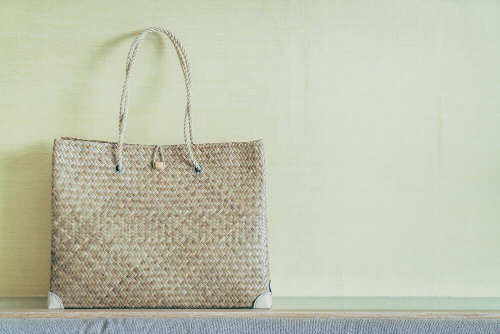 Чистим и обновляем кожаную сумку с помощью подручных методов